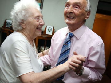 People with dementia should be given music and dance therapy, Health Secretary says