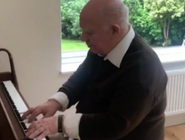 Man with dementia's piano playing 'shows healing power of music'