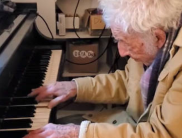 94-year-old 'Santa Baby' composer plays Moonlight Sonata for daughter's birthday